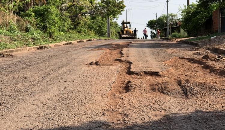 Prefeitura realiza operação tapa buracos e serviços de limpeza